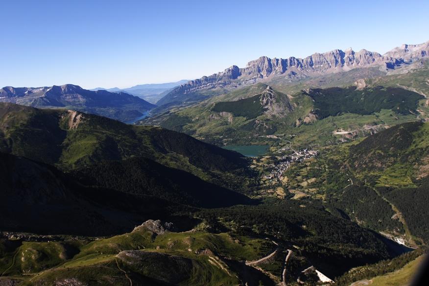 imagen aérea de Formigal y el valle de Tena