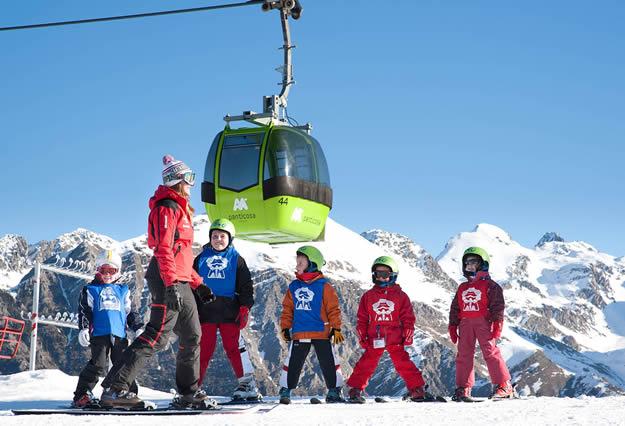 Con los niños hay que tener especial atención para vestirles para la nieve