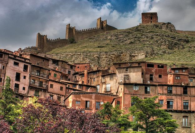 Albarracin-casas-muralla
