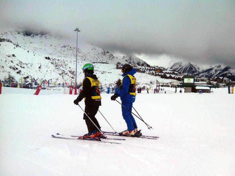 «Esquí para todos», un programa para discapacitados visuales en Formigal