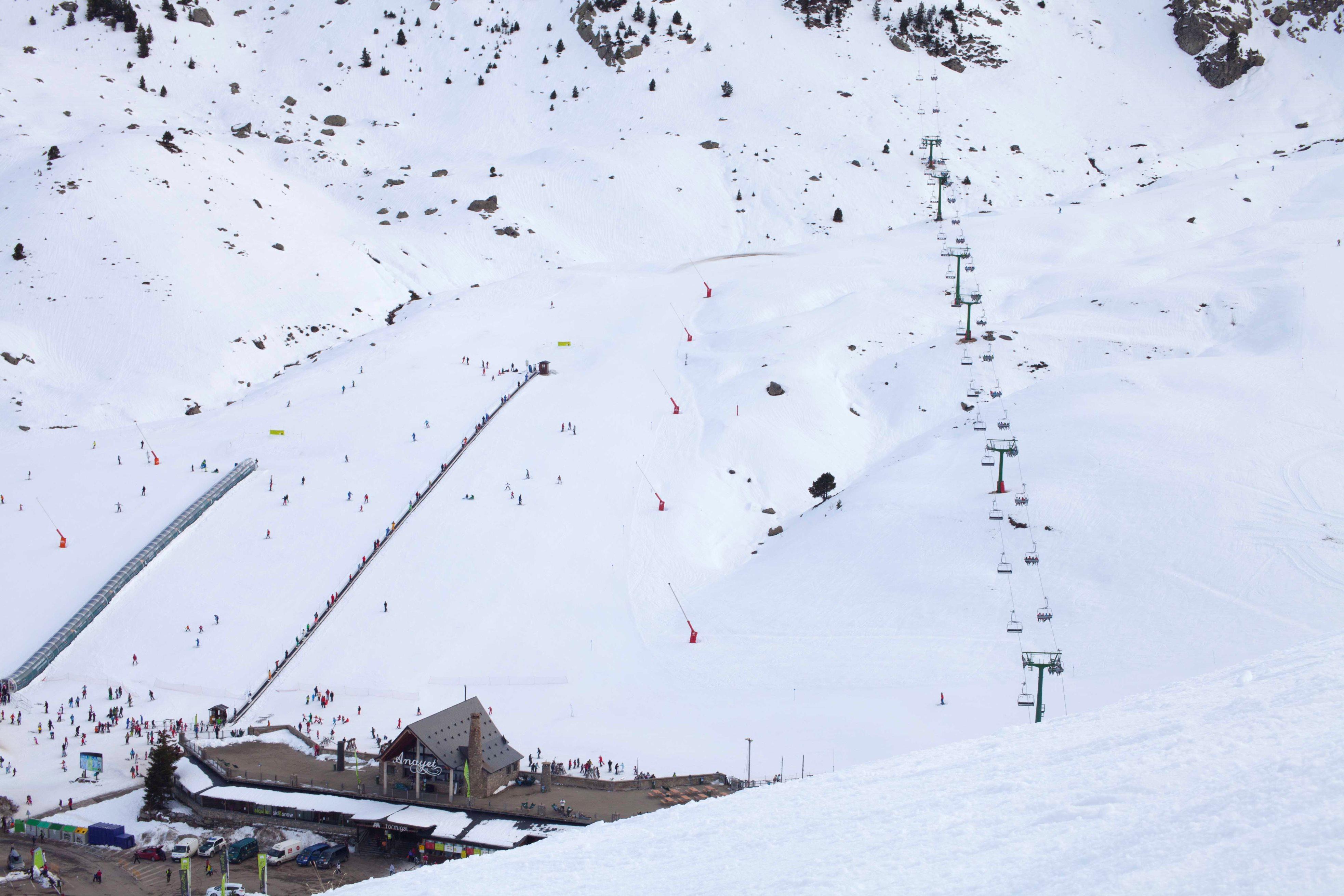 Más kilómetros esquiables en las estaciones de Aramón para comenzar el 2015