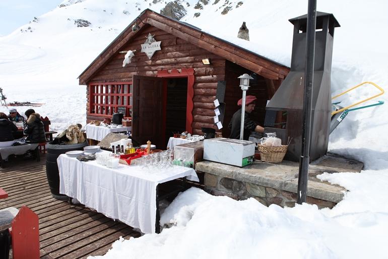 Ocho clientes de telefónica disfrutarán de una cena inolvidable en la cabaña de La Glera