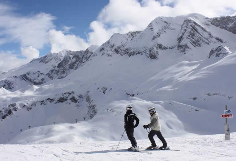 Accesorios de esquí para la cabeza: cascos, gorros y orejeras