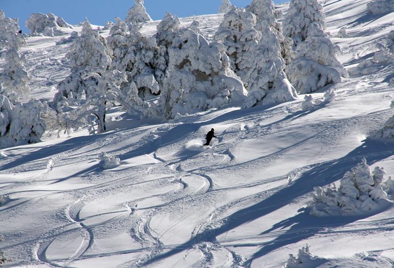 Cómo esquiar con nieve virgen y grandes espesores
