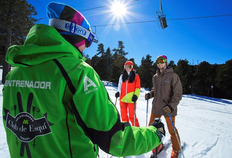 Primeras lecciones de esquí para novatos