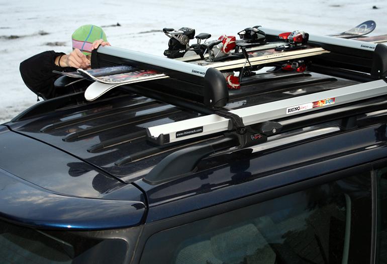 Cómo elegir tu portaesquís o portatablas para el coche