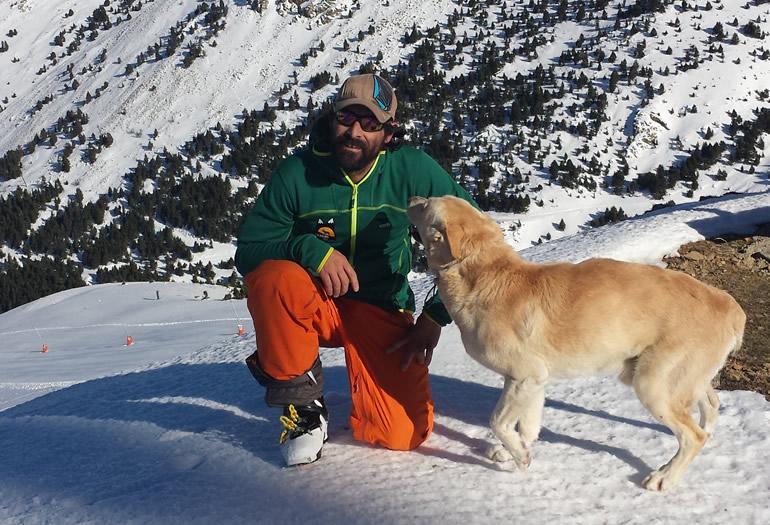 Profesor de esquí en invierno, guía de mulas porteadoras en verano