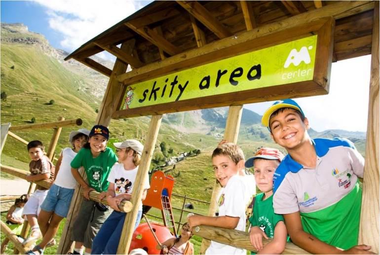 Dos buenos planes con niños en verano: Skity Área y Biescas Aventura
