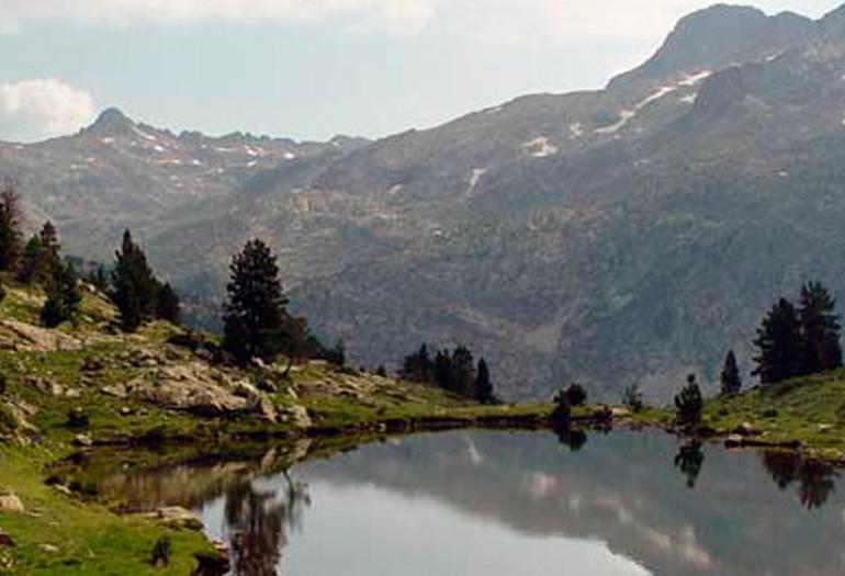 ¿Quieres conocer los picos e ibones del valle de Tena con un guía?