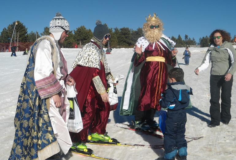 Los Reyes Magos durante su visita a Valdelinares el año pasado.