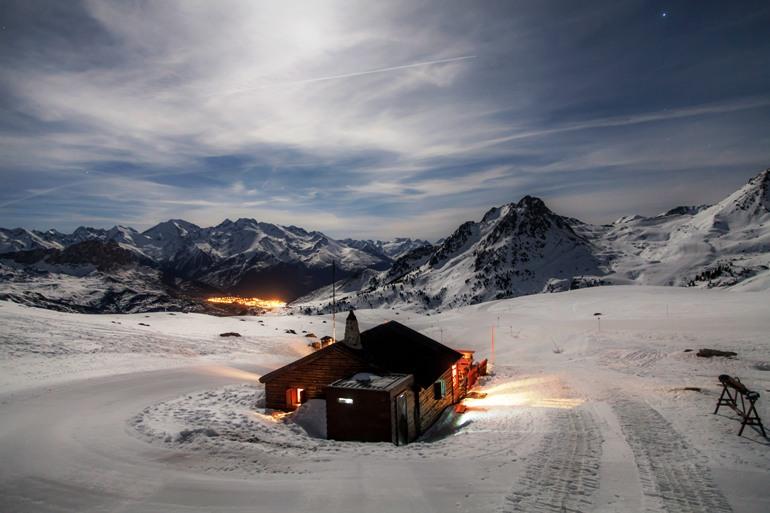 Cenar en La Glera, a 2000 metros de altitud y bajo la luz de la luna