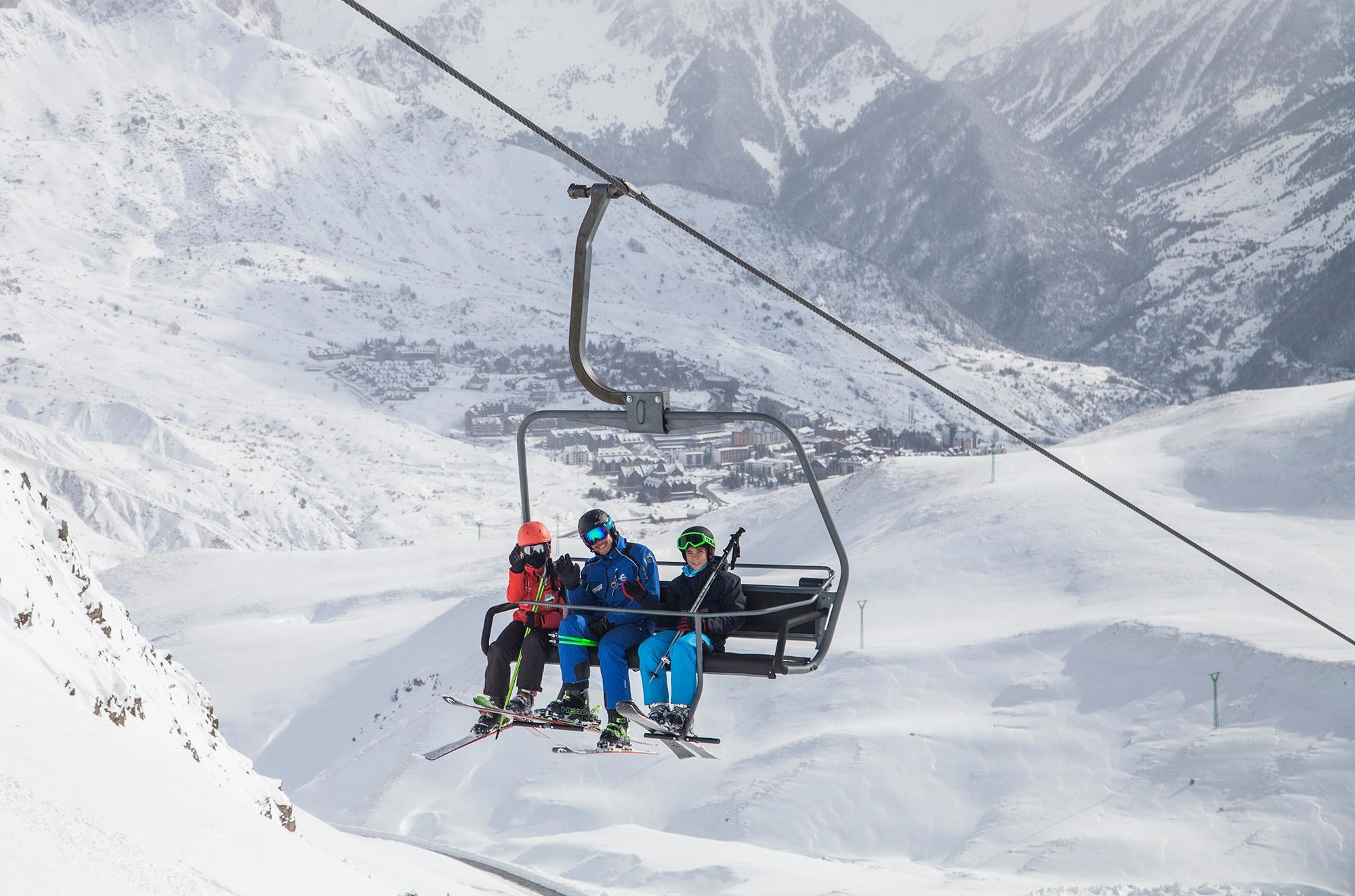 Las estaciones Aramón preparan un fin de semana cargado de nieve, sol y muchas actividades