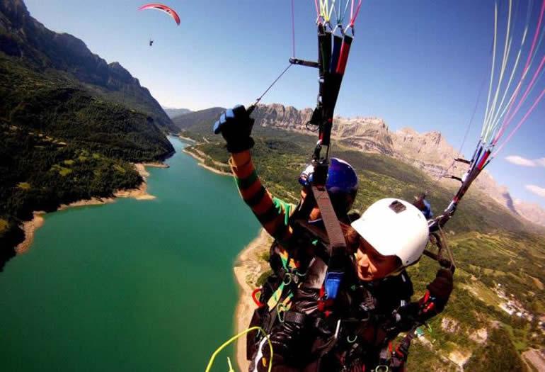 Parapente, para volar como un pájaro en el Pirineo