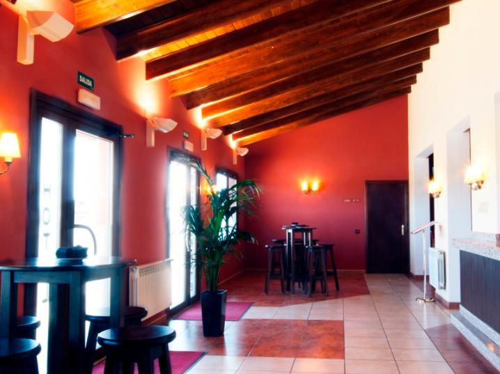 Rúbén Gracia también gestiona el hotel Puerta de Javalambre, en la Puebla de Valverde.