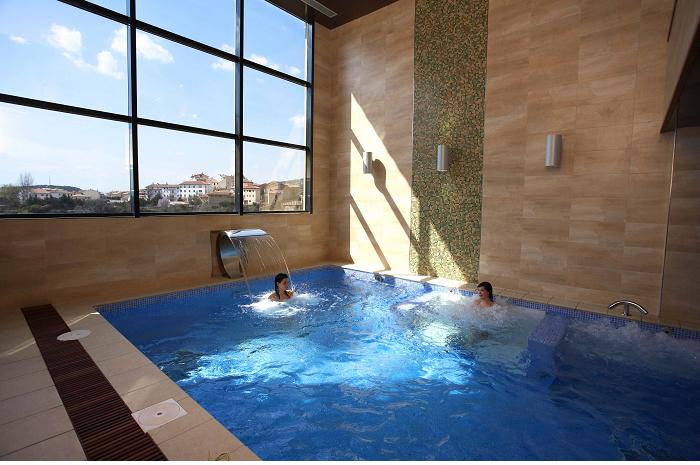 Spa del complejo La Trufa Negra de Mora de Rubielos, el primer cuatro estrellas de la provincia de Teruel.