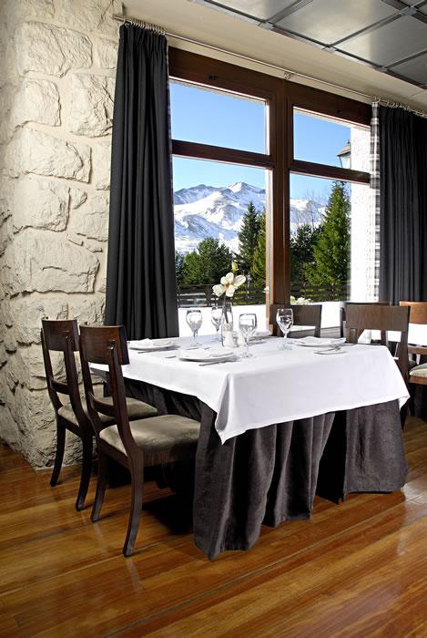 El hotel Abba Formigal es uno de los más antiguos de la urbanización. Tiene unas impresionantes vistas a la montaña