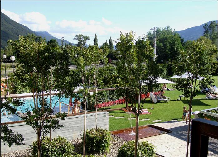 Jardines del hotel Tierra de Biescas.