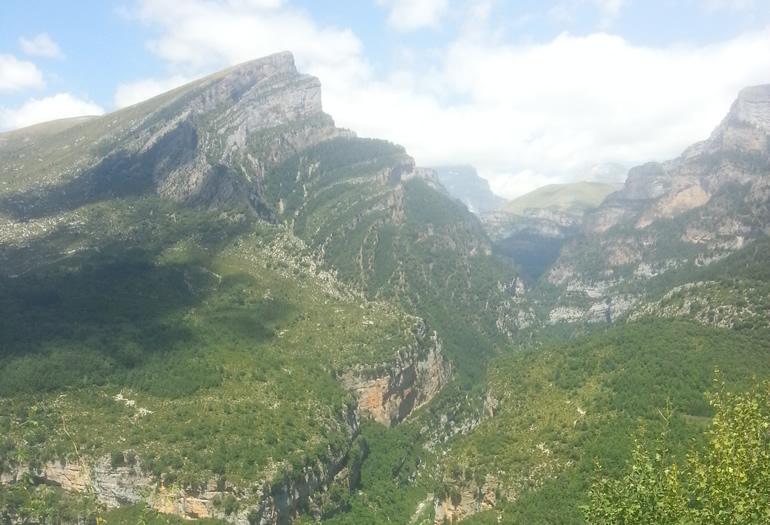 Vista de Ordesa desde el valle de Vio.