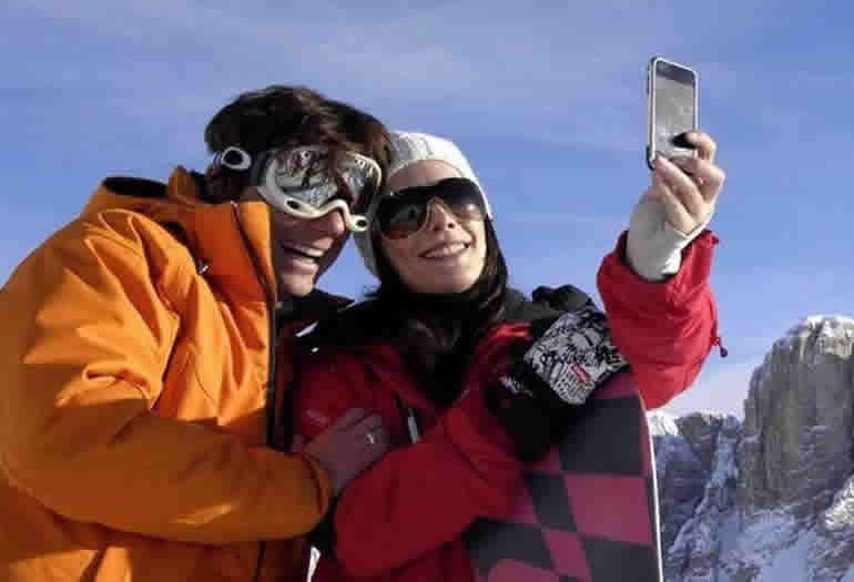 Descubre los mejores usos que puedes darle a tu móvil para facilitarte la jornada de esquí