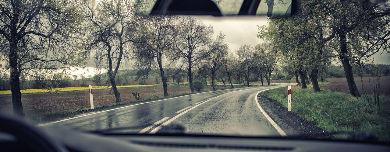 ¡Cuidado con el aquaplanning! Consejos para conducir con lluvia