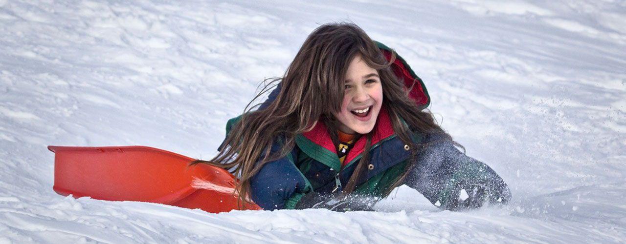 Esquiar con niños: dónde ir y cómo preparar tu viaje en familia