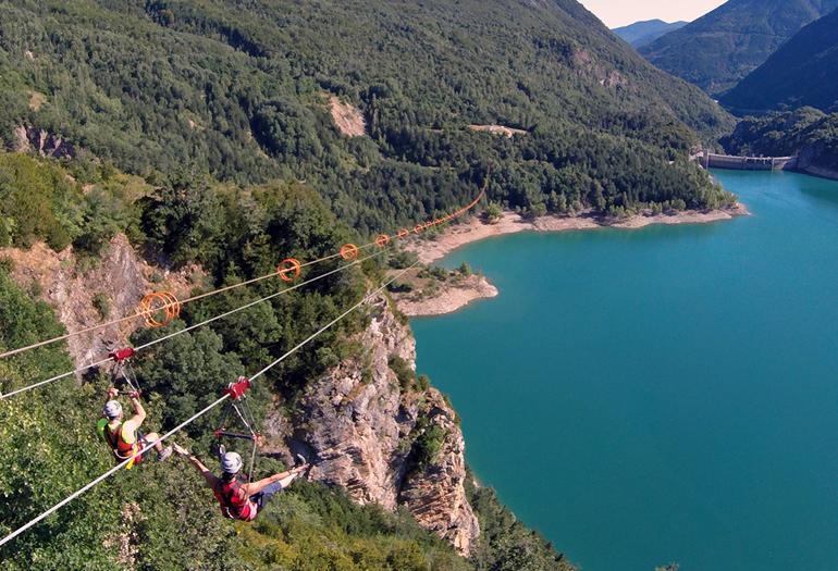 Con sus 950 metros de longitud, la tirolina de Hoz de Jaca se ha convertido en una de las grandes atracciones de la zona