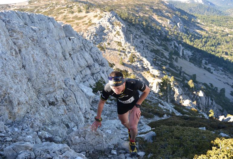 Con algo más de 25 kilómetros de recorrido esta dura prueba se ha convertido ya en todo un clásico de Javalambre, una carrera 100% de montaña.