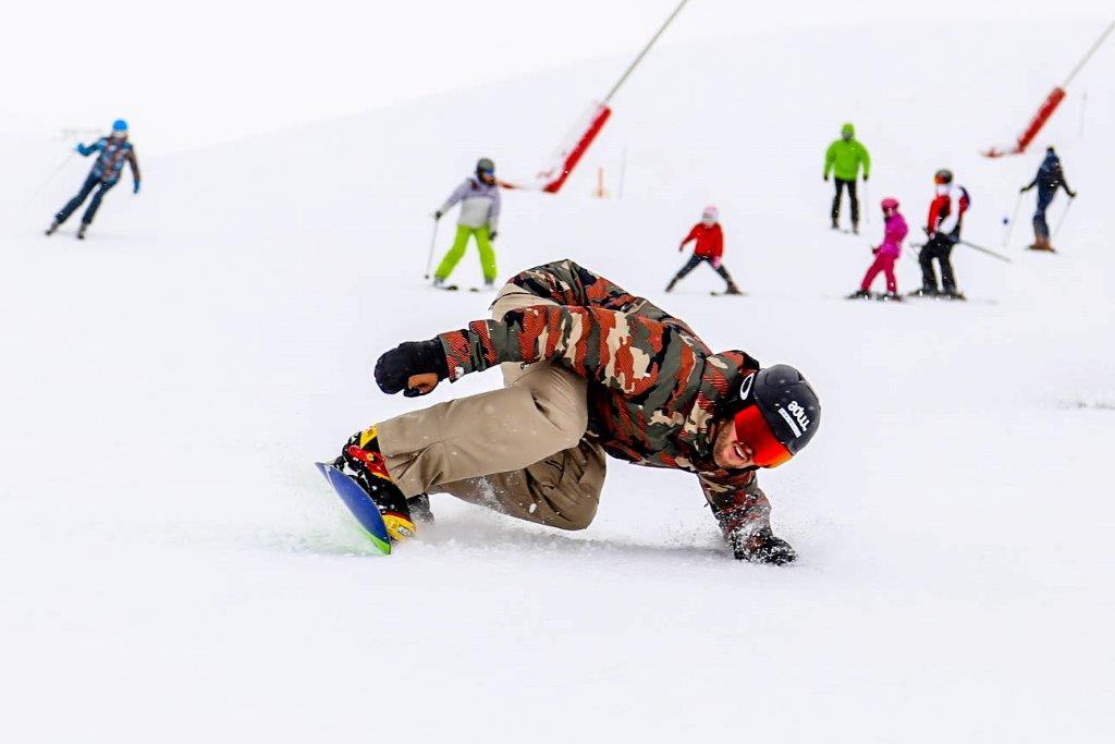 Lucas Eguibar protagonizó un clinic el año pasado. En esta campaña diseñará los boardercross del grupo y también realizará clases magistrales.