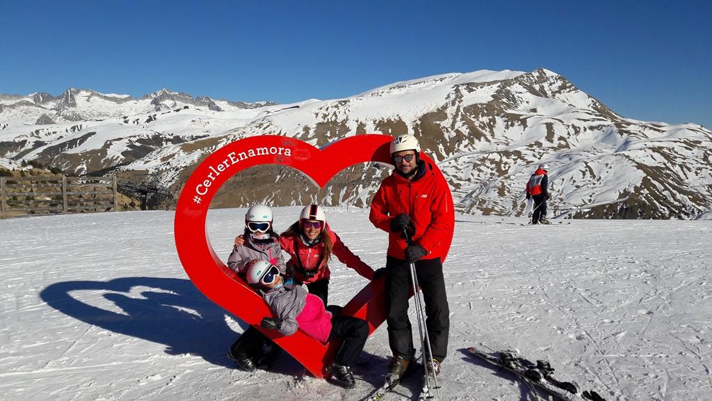 La familia ha elegido la estación de Cerler para vivir el esquí en familia