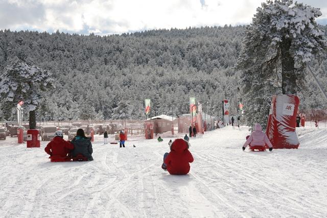 Vive la nieve sin calzarte los esquís en las estaciones de Teruel, disfruta de los trineos