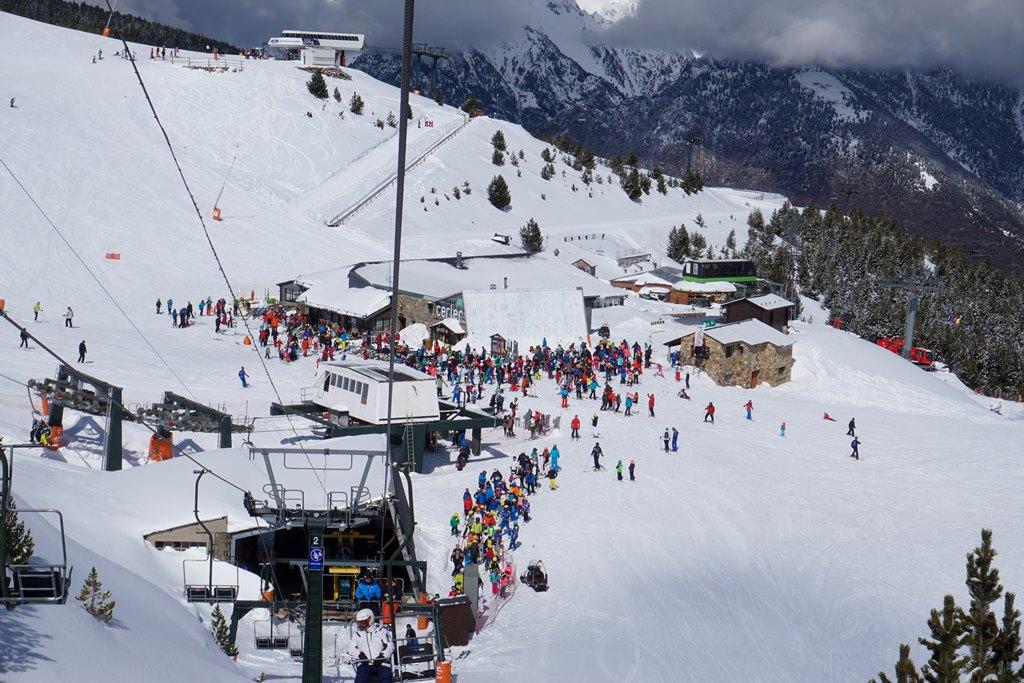 La primera parte de la Semana Santa llega con nieve fresca y sol