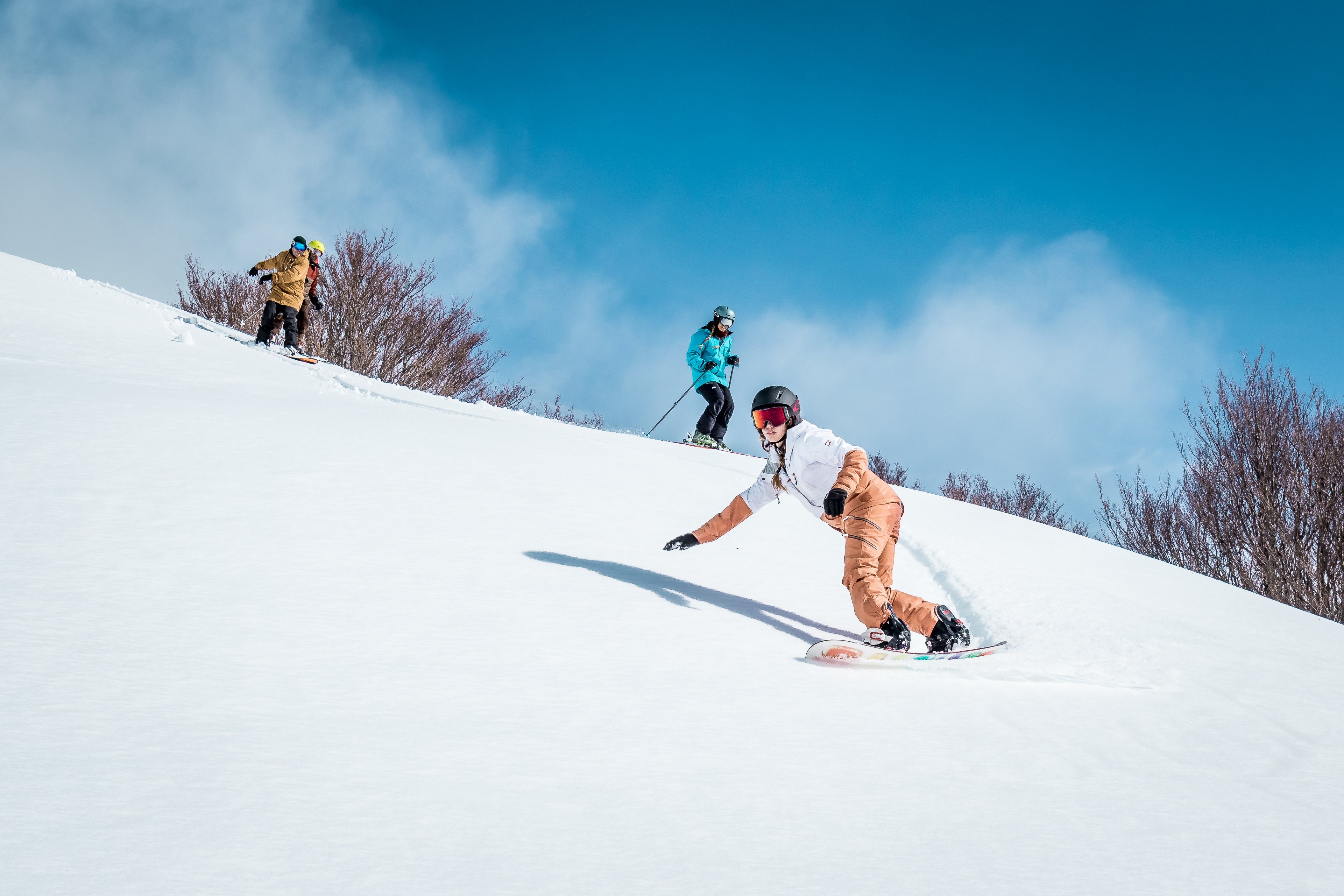¿Qué equipo de esquí o de snowboard necesitas para empezar?