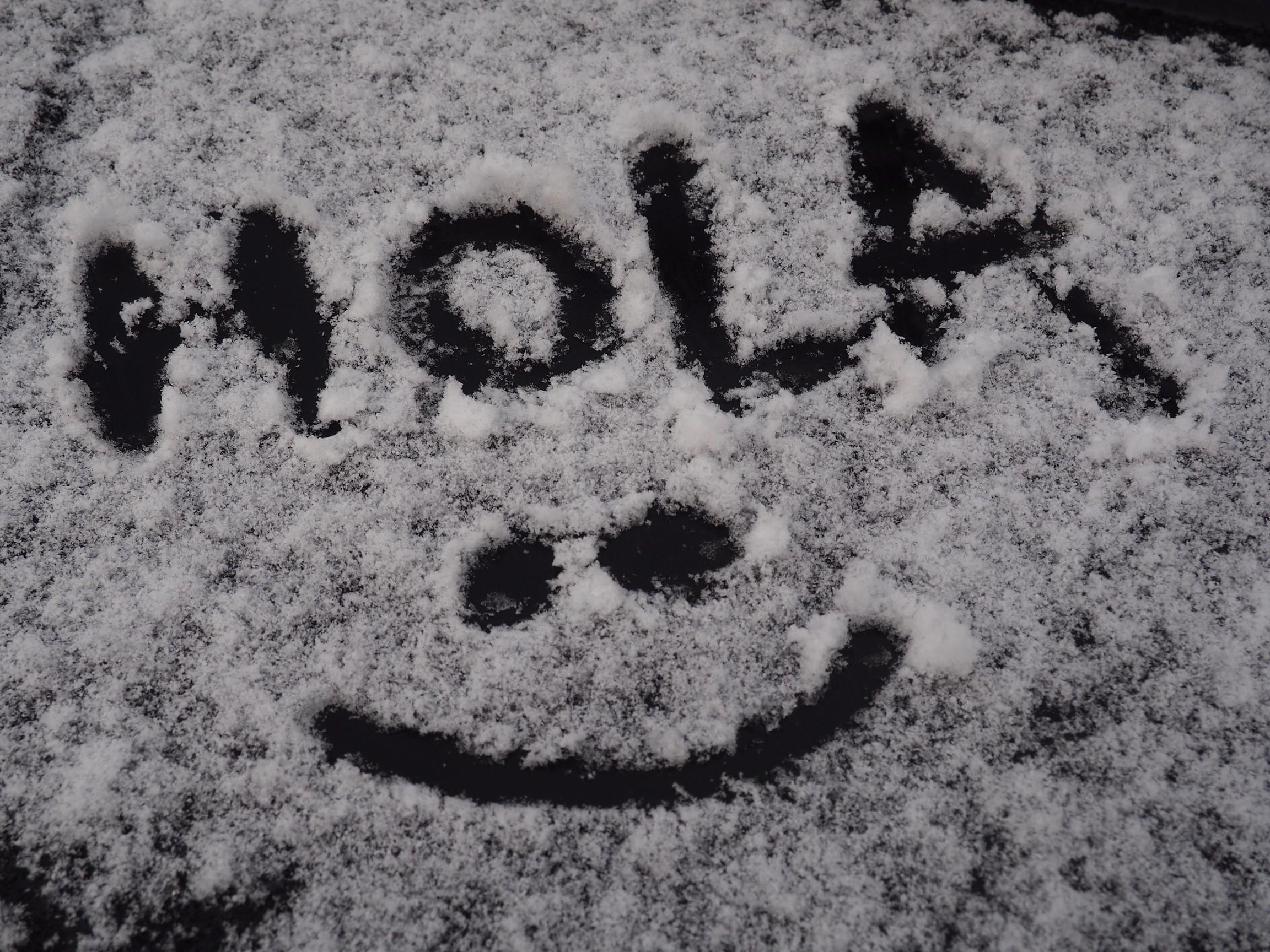 ¡Blancos! Así nos hemos levantado hoy, con nieve en las cumbres