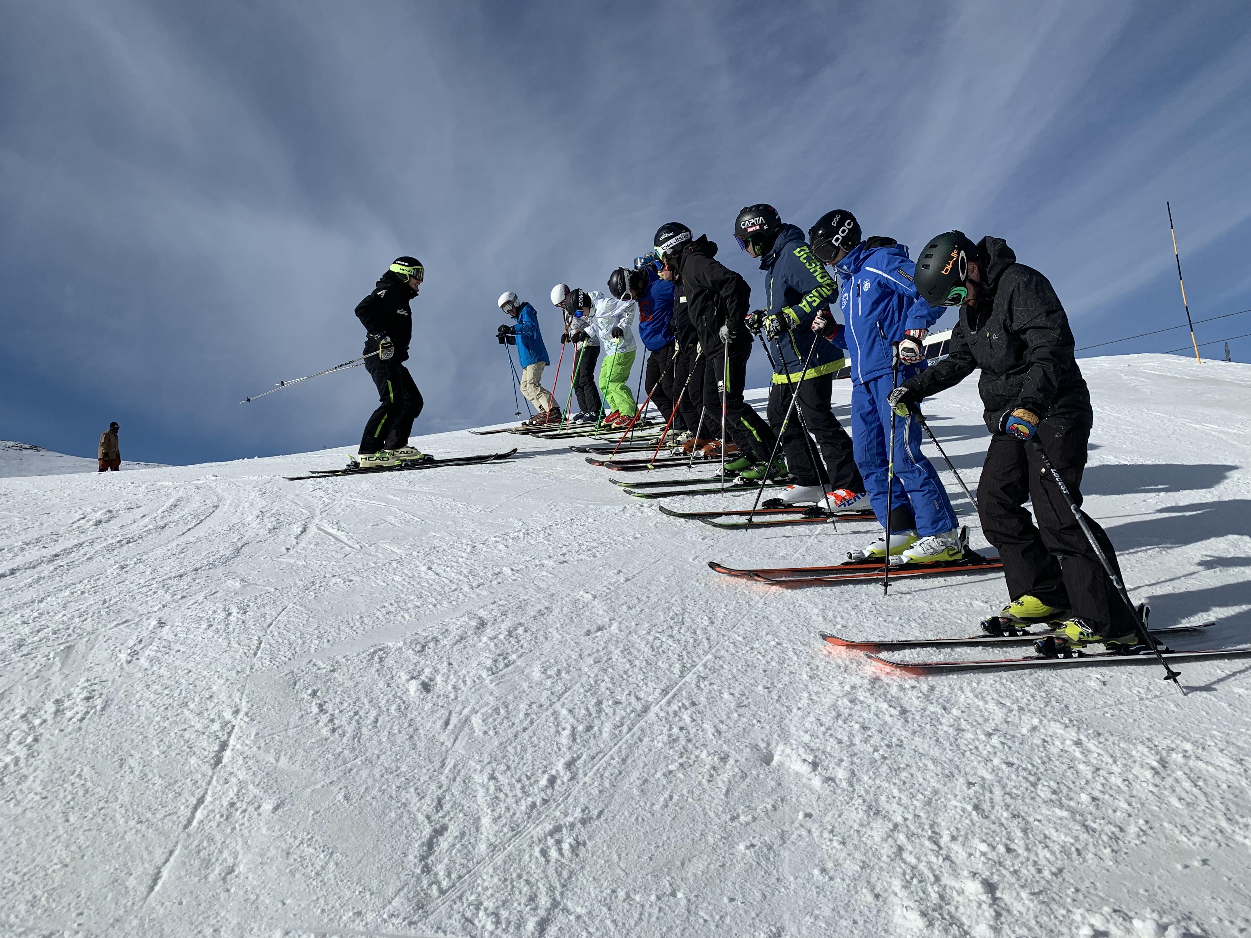 ¡Apúntate ya en el centro de formación Aramón y fórmate como monitor de esquí en diciembre!