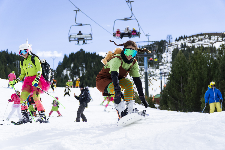 Esquiar disfrazado en Aramón ¡tiene premio!