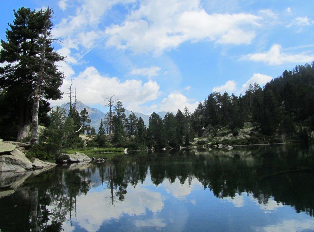 ¿Has visitado alguna vez un lago glaciar? Te proponemos tres excursiones a ibones del Pirineo